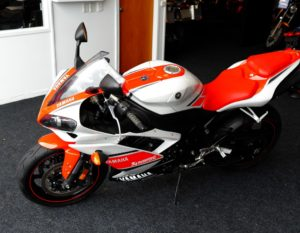 2008 Yahama R1 motorcycle in excellent condition, orange/red and white
